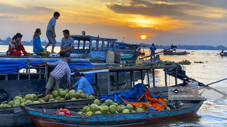 A Guide to Long Xuyen Floating Market - Things to Do in An Giang